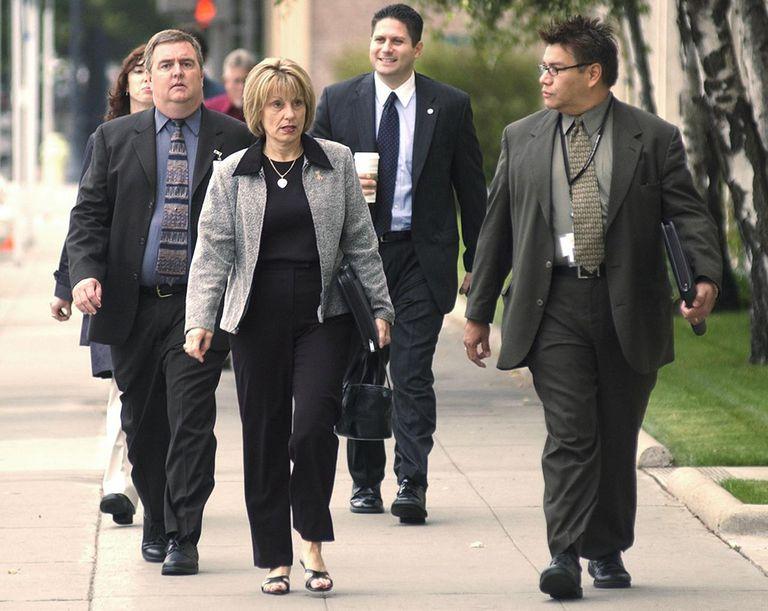 People walking outside Scott Peterson murder trial