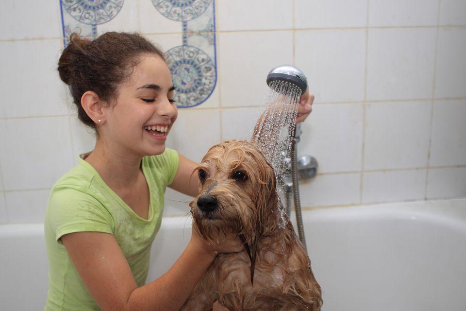 Bath-Girl-R-150793346.jpg