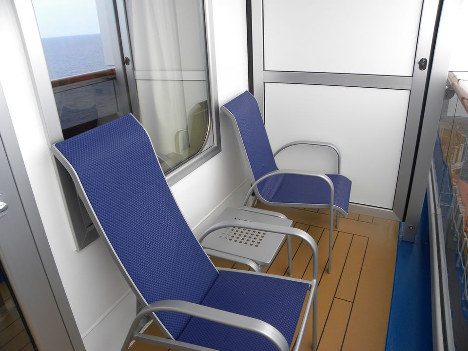 Carnival magic cruise ship balcony cabins for Cruise balcony