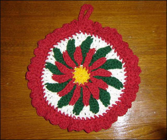Poinsettia Potholder FREE Crochet Pattern