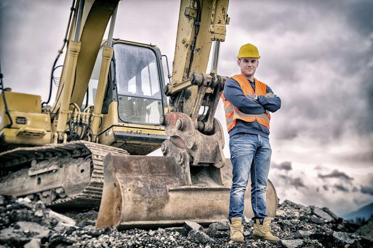 heavy_equipment_operator_531265801.jpg