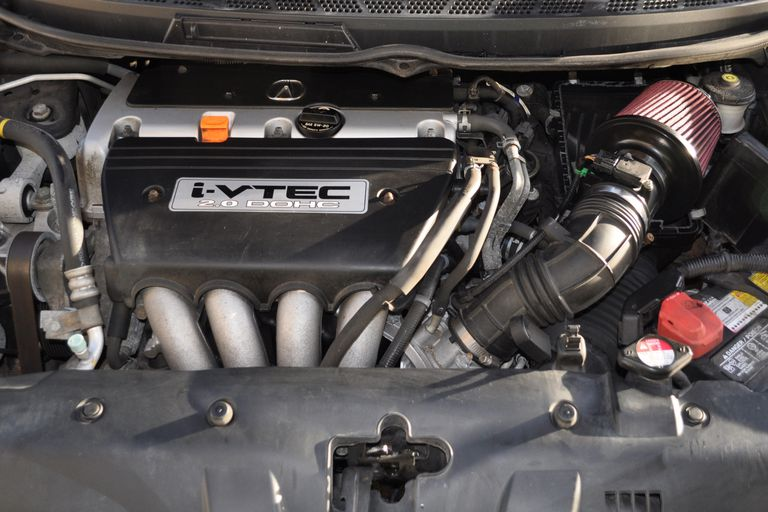 picture of the engine bay in a typical two-liter honda