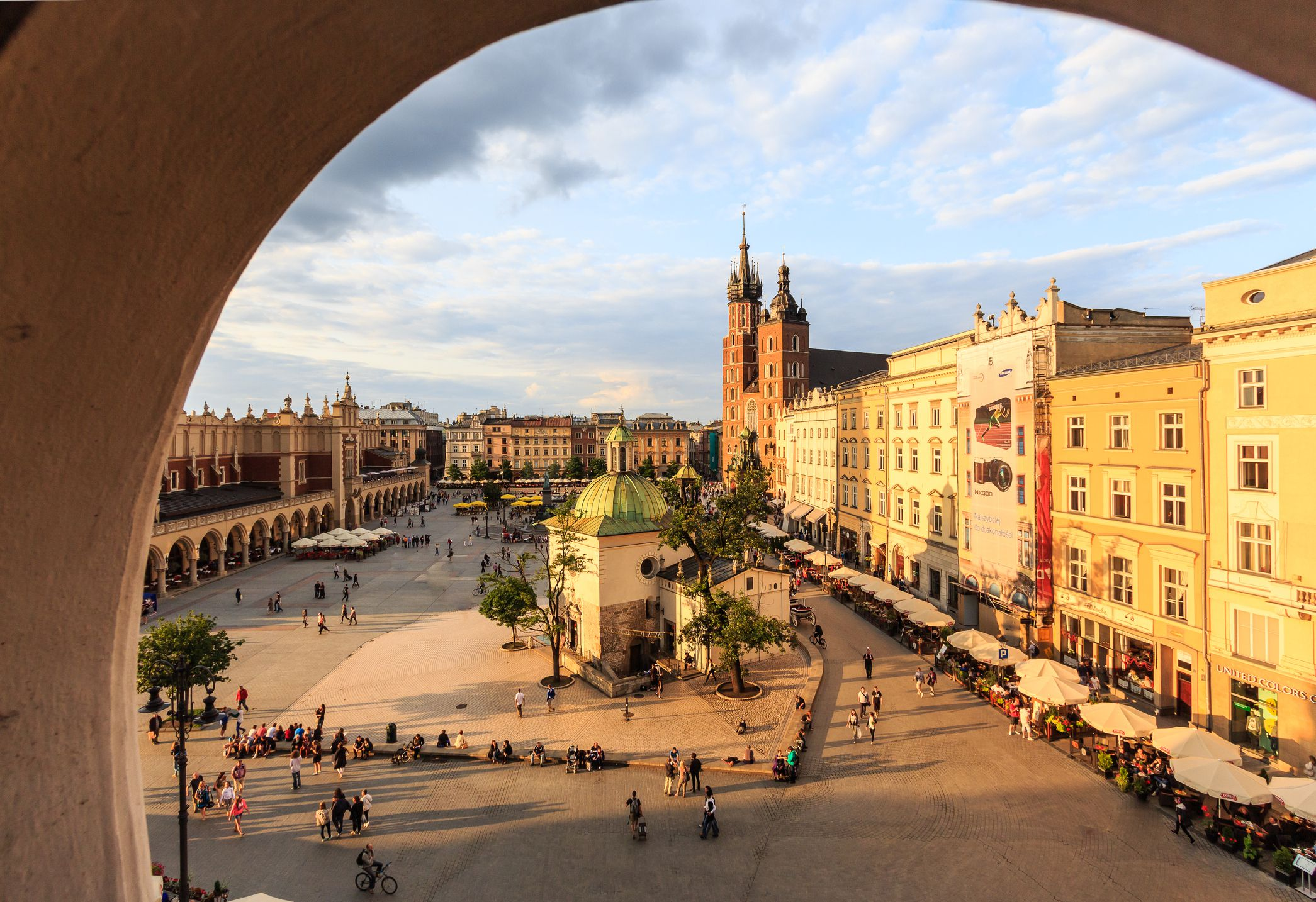 European clothing sizes and size conversions krakow main square with st marys basilica geenschuldenfo Images