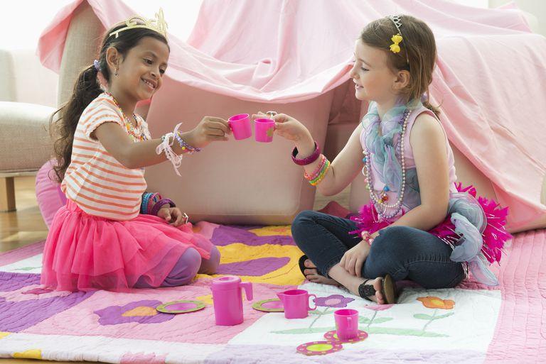 Getty_girls_friends_tea_party.jpg