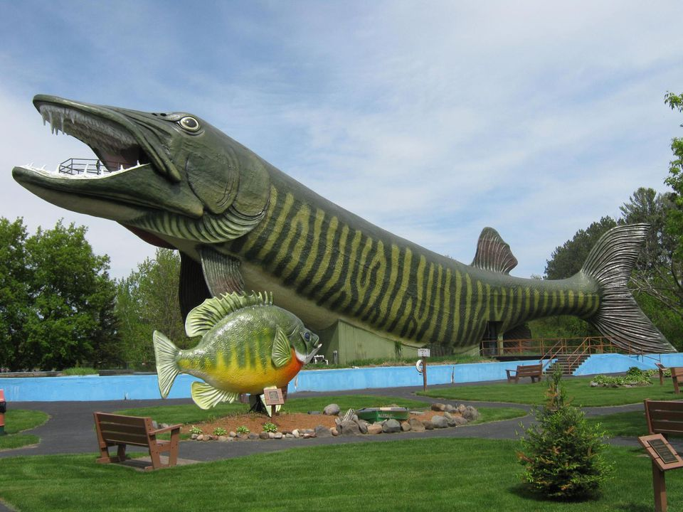 A fish sculpture outside the Freshwater Fishing Hall of Fame