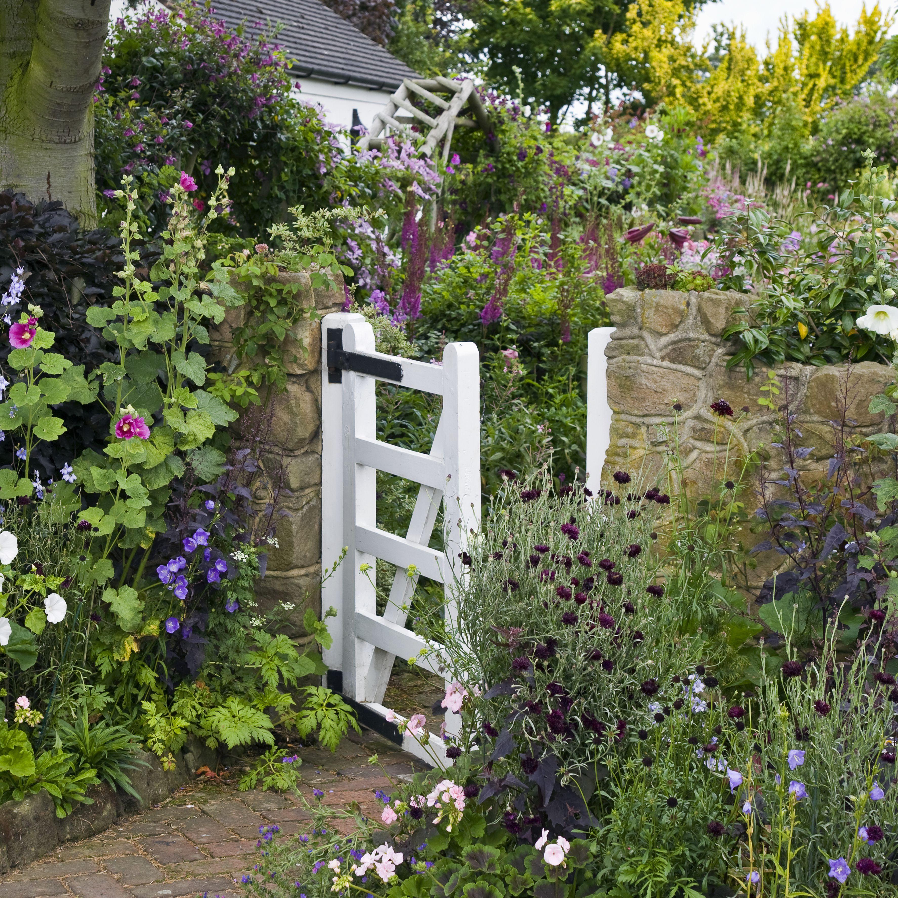 Garden Cottage: Designing A Cottage Garden