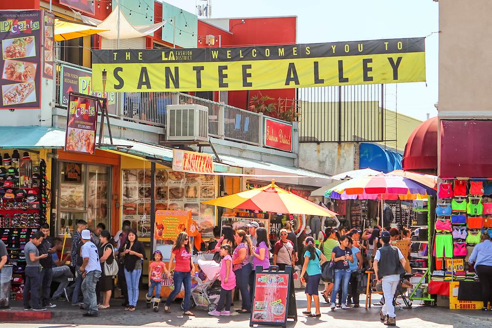 Guide to the los angeles fashion district garment district for Fashion jewelry district los angeles