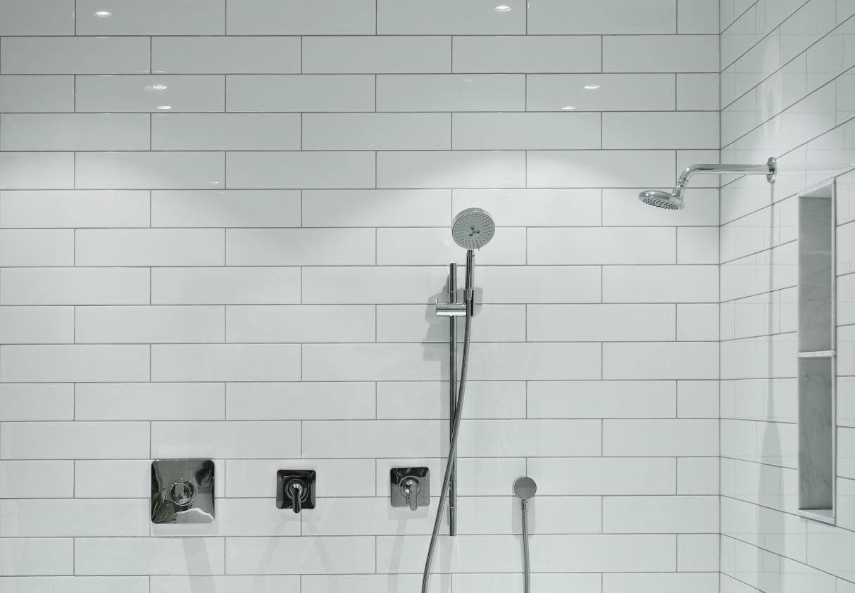 Choosing between a prefabricated stall or tiled shower dailygadgetfo Choice Image