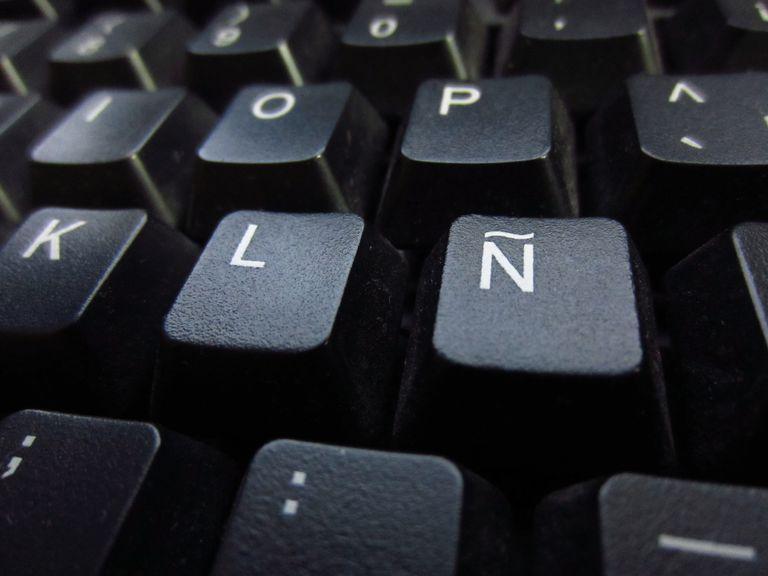 Keyboard shows the ñ.