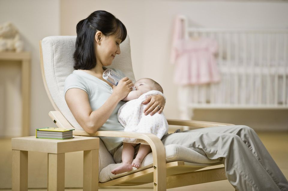 5 Tips For Choosing A Breastfeeding Chair For The Nursery