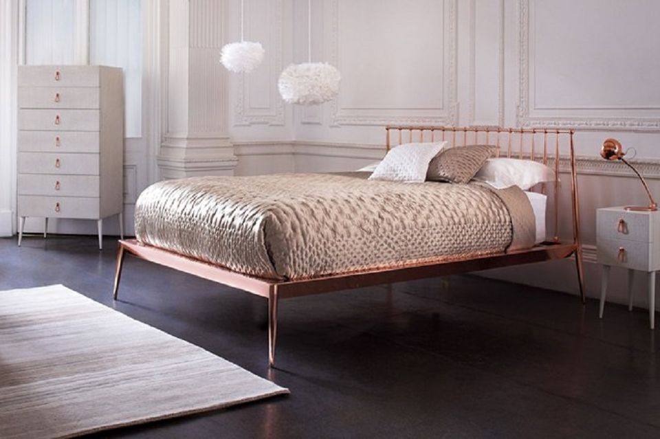 How Decorate Metallics The Bedroom
