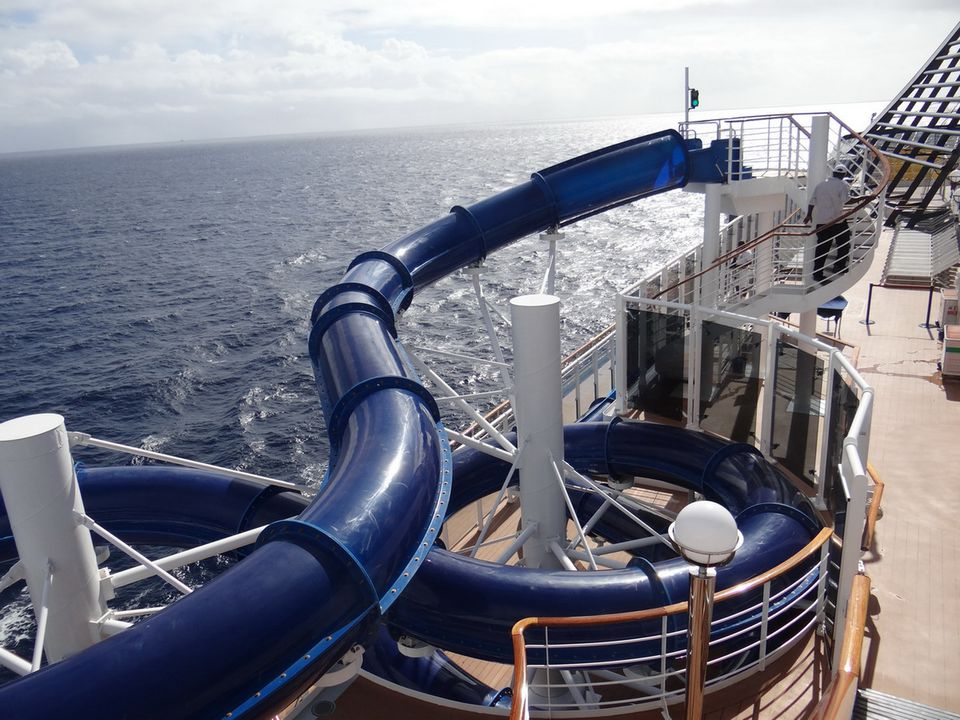 Msc divina cruise ship exteriors and outdoor decks for Msc divina immagini