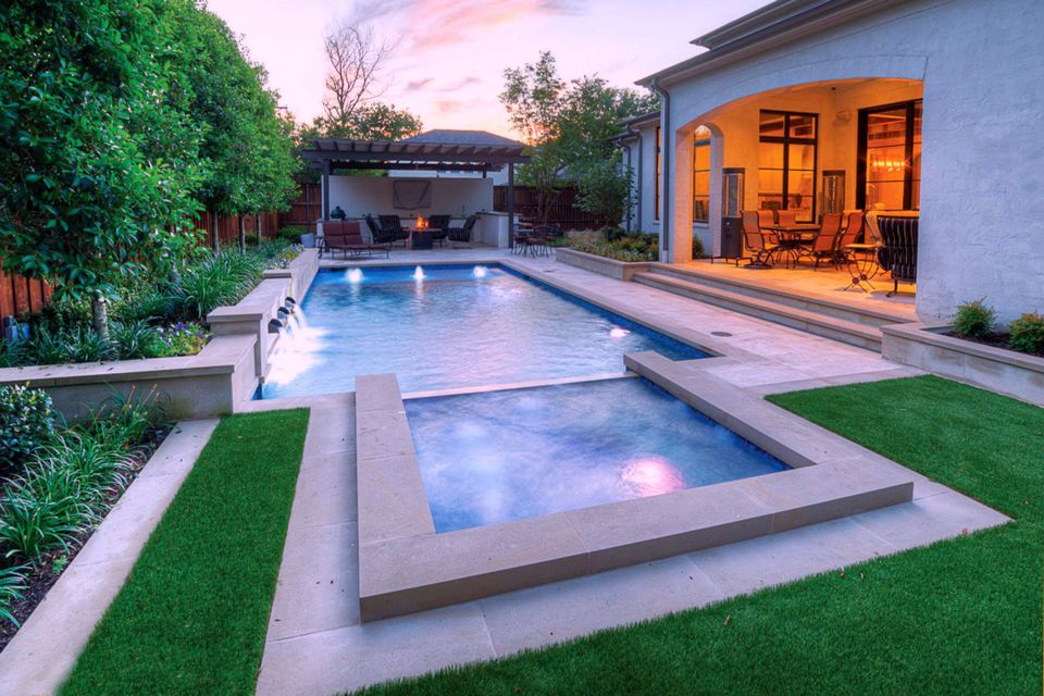 Contemporary rectangular pool with spa. APSP. Designer: Southerwind Pools