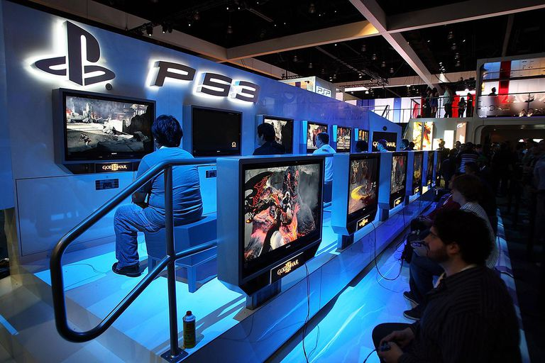 Showgoers try out games at the PlayStation 3 exhibit at the 2009 E3 Expo on June 3, 2009 in Los Angeles, California.