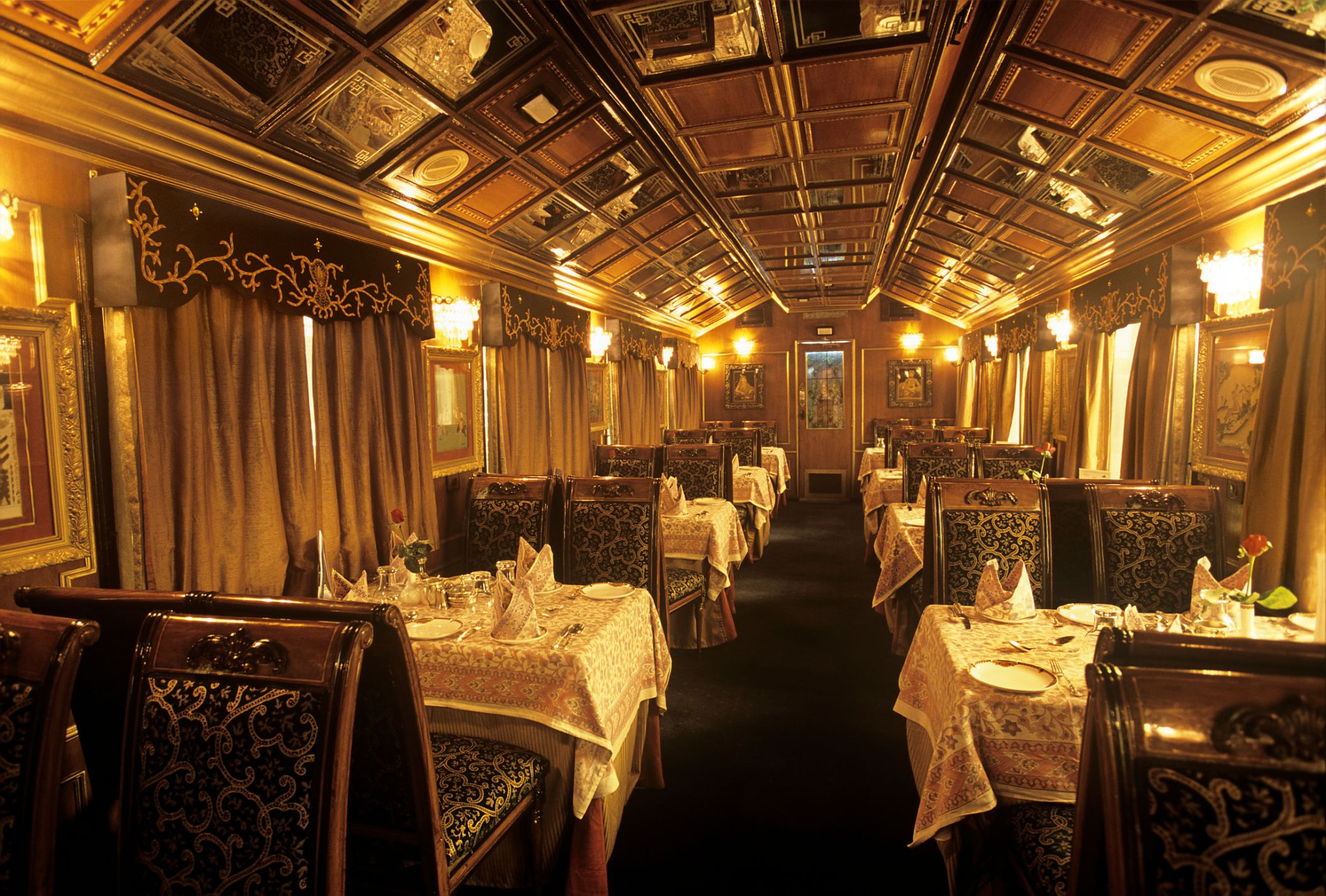 Guide To Luxury Train Tours Of India