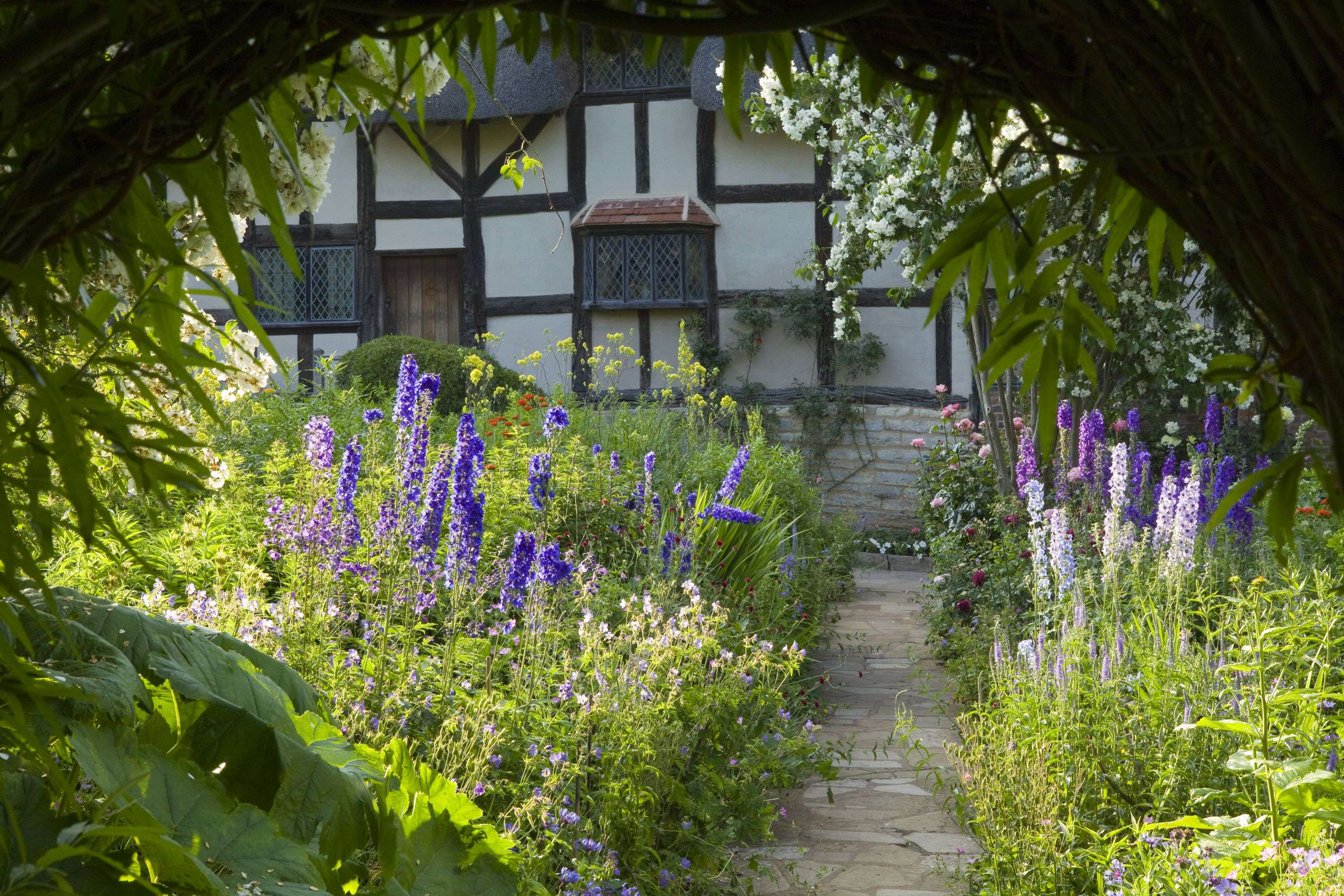 How to visit Shakespeare's Hometown from London