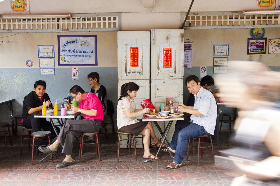 Streetside restaurant, Chinatown