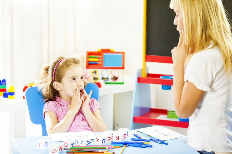 speech pathologist working with little girl