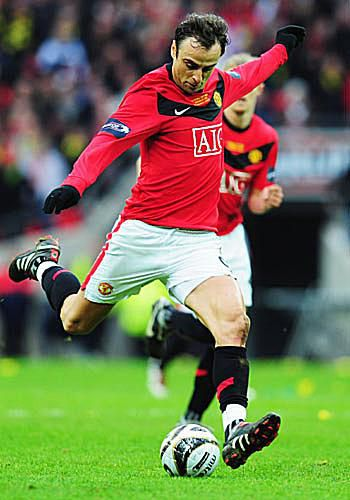 Dimitar Berbatov of Manchester United prepares to take a shot