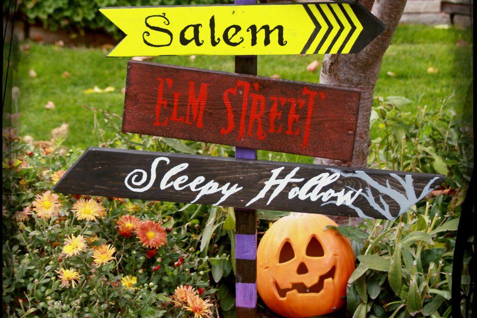 Spooky-Halloween-Street-Sign