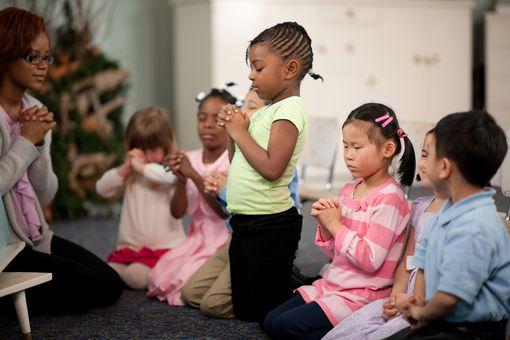 kids praying children's prayers