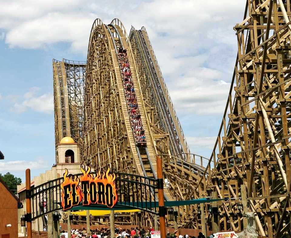 El Toro coaster at Six Flags