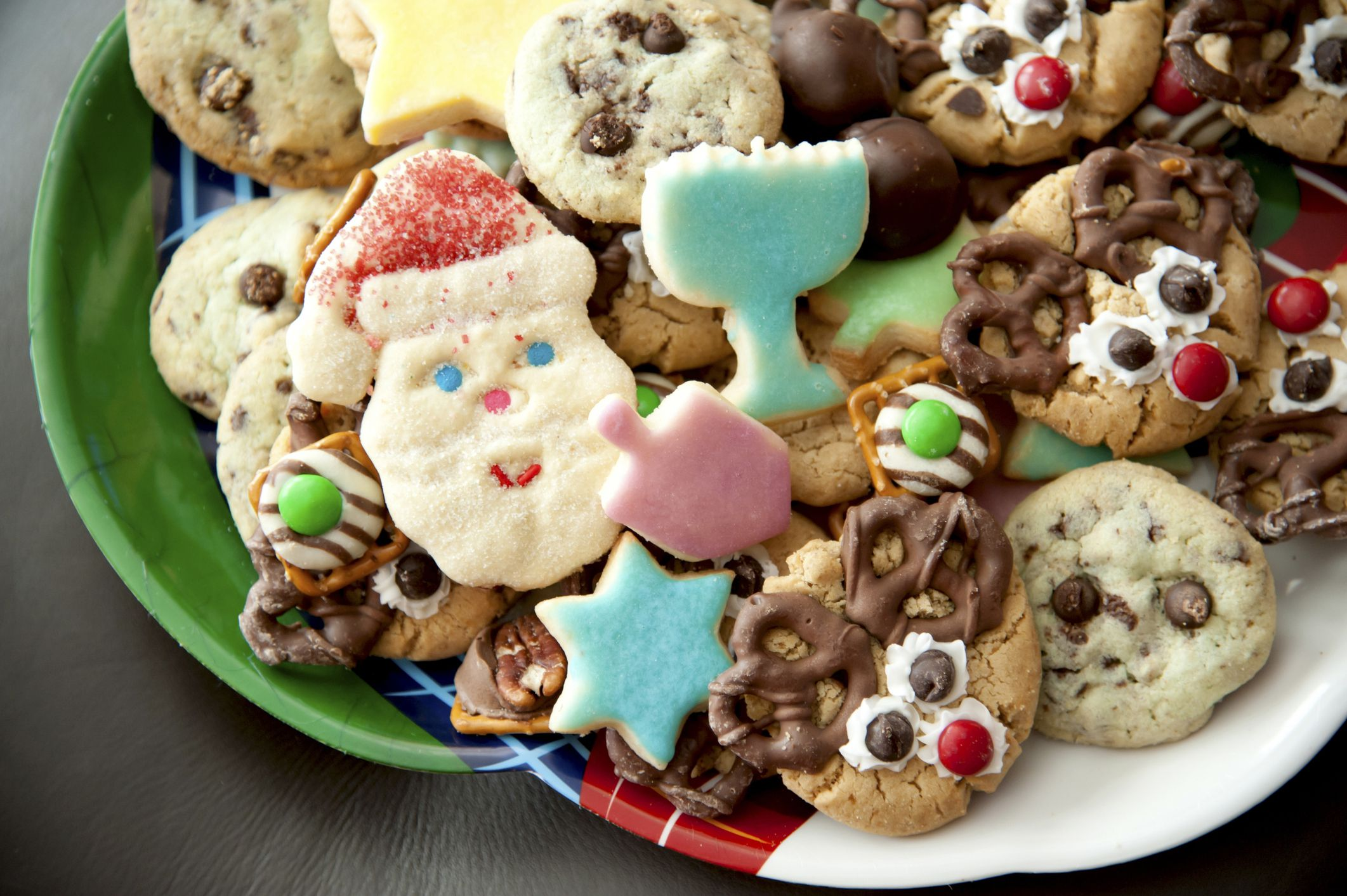 9 ideas for throwing a festive kids party for christmas for Desserts to take to a christmas party