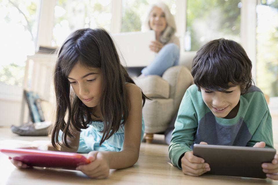Kids using iPads.