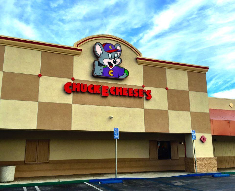 Chuck E Cheese's exterior