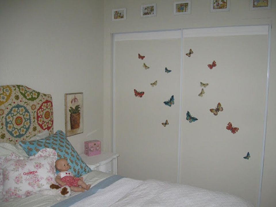 Diy closet door decorating ideas and photos decorate childrens closet doors with decals eventshaper