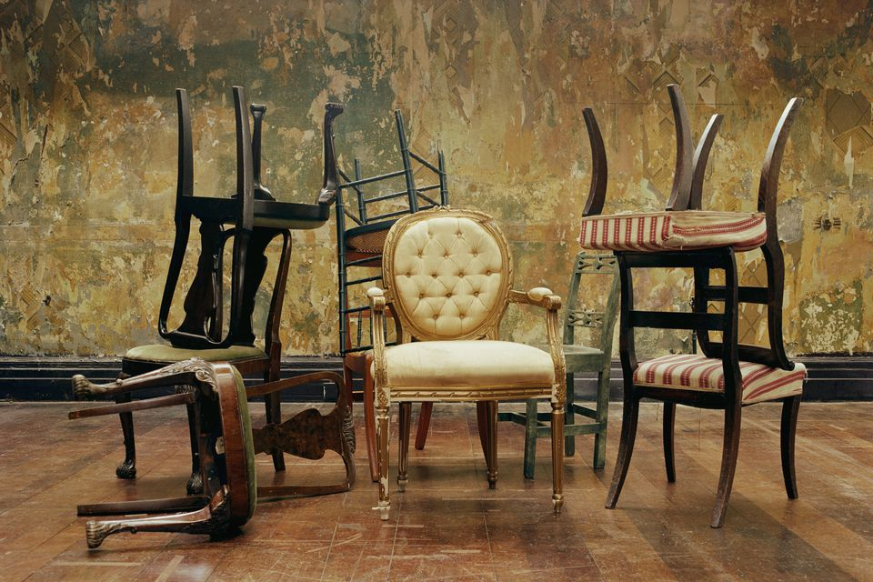 Try a mix of different sizes and types when you're choosing chairs for your dining table.