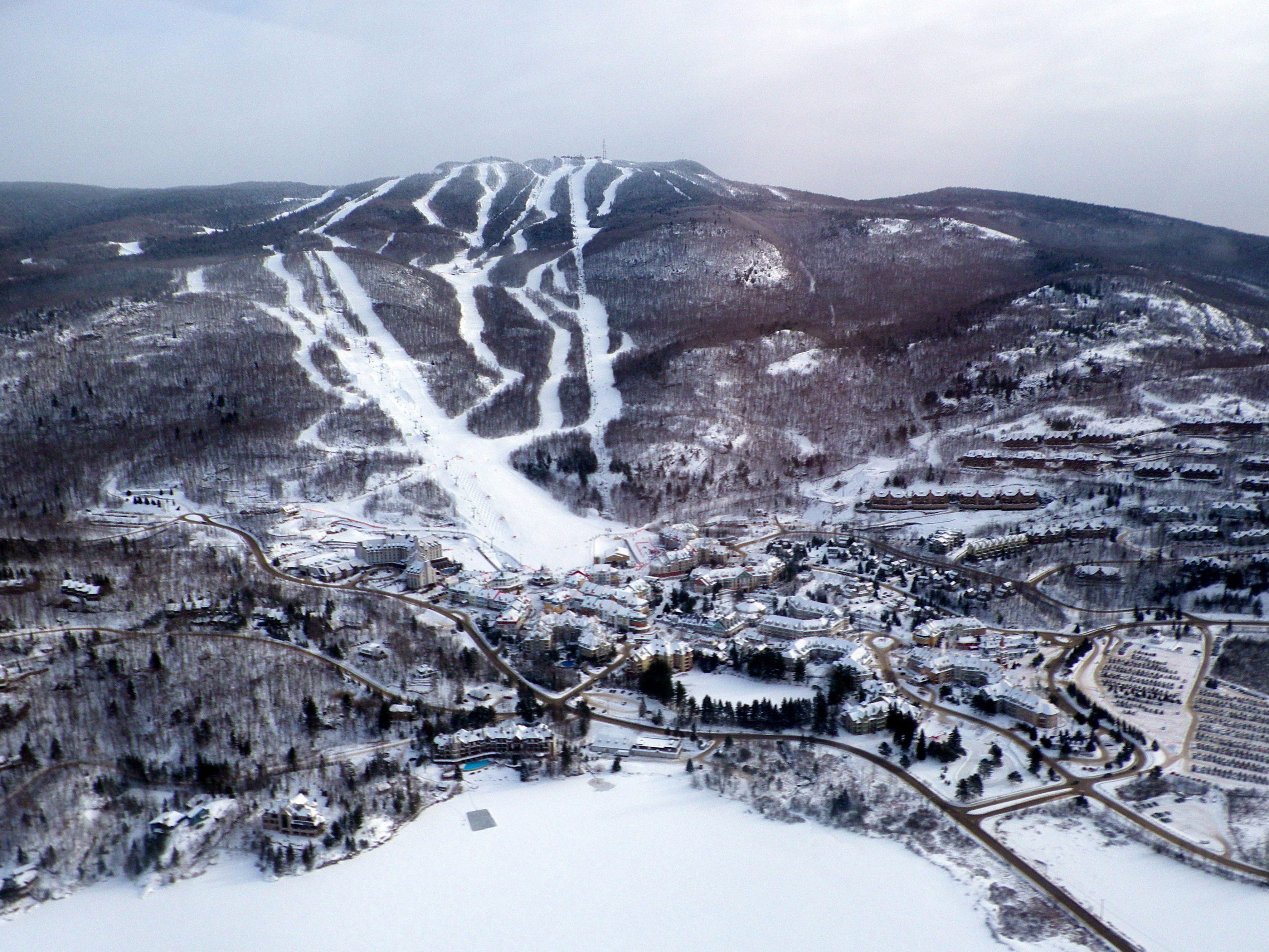 overview of mont tremblant quebec 39 s biggest ski hill. Black Bedroom Furniture Sets. Home Design Ideas