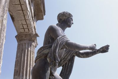the role of zeus in homers Homer frequently refers to him, comparing penelope favorably to agamemnon's wife, clytemnestra odysseus sees him in the land of the dead tiresias the blind seer of thebes, he meets odysseus in the land of the dead, warns him of impending dangers, offers advice, and foretells a later quest and a long life.