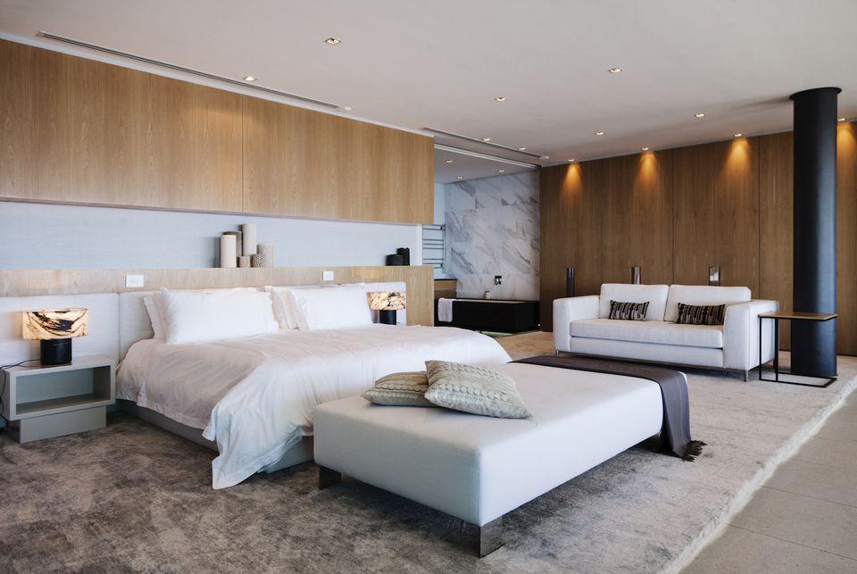Decluttering bedroom home staging tips