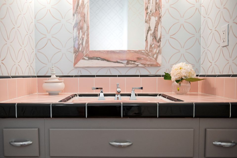 how to decorate your pink bathroom - Decorate Small Bathroom