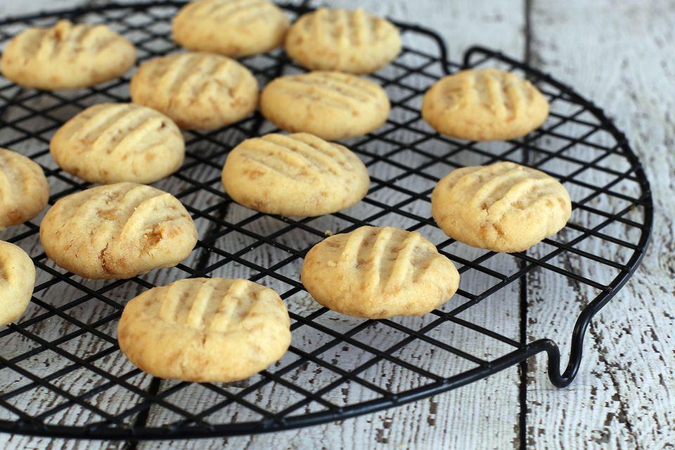 Maple Flake Shortbread Cookies