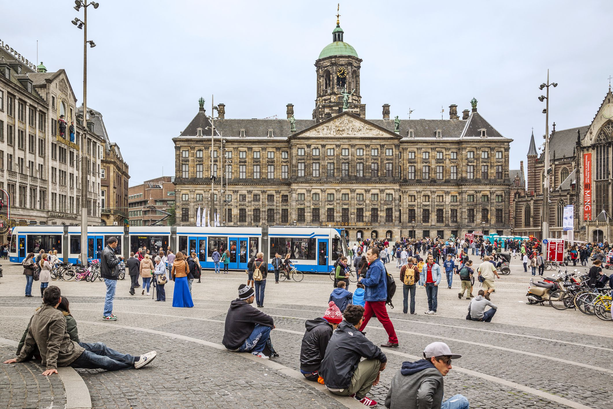 Best attractions on amsterdam 39 s dam square for Ostello amsterdam piazza dam