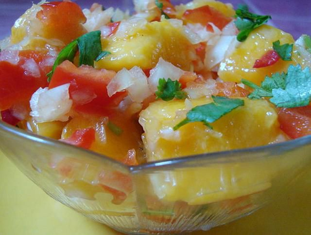 Easy gluten-free and raw vegan peach and mango salsa
