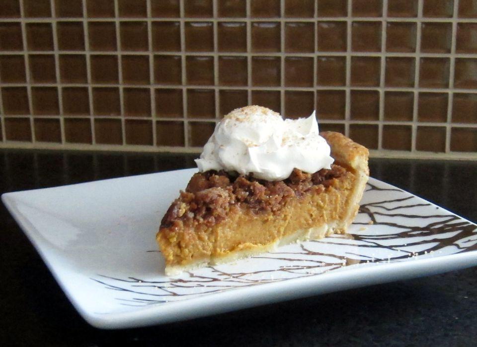 Pumpkin Pie with Graham Cracker Crumble