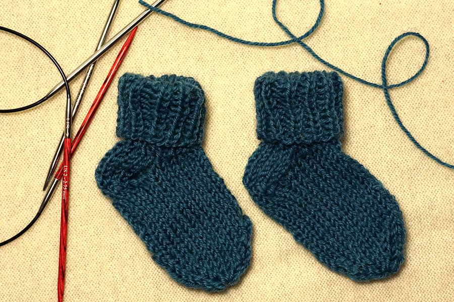 Knitting Socks Tutorial : How to knit socks with two circular needles