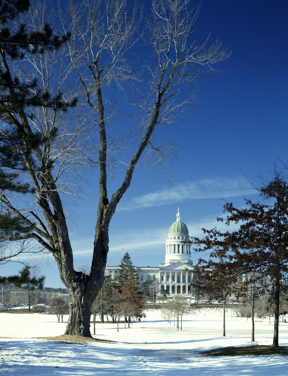 Where to celebrate a white christmas in new england for Where to go for a white christmas in usa