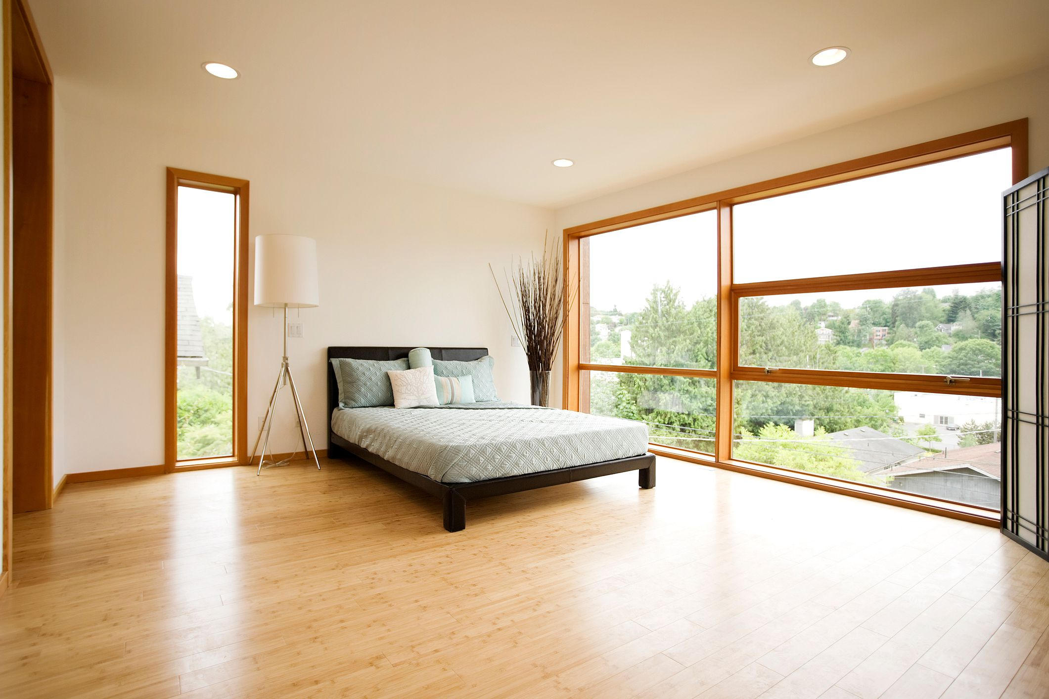 The advantages and disadvantages of bamboo flooring for Hardwood floors in bedrooms