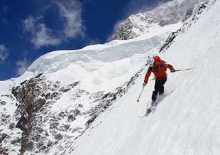Fredrik Ericsson skiing on K2 in Pakistan.