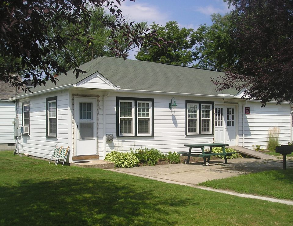 Stay At A Cottage In Geneva-on-the-Lake Ohio