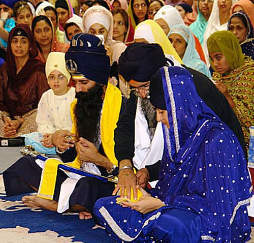 Sikh father gives daughter in marriage on her wedding day.