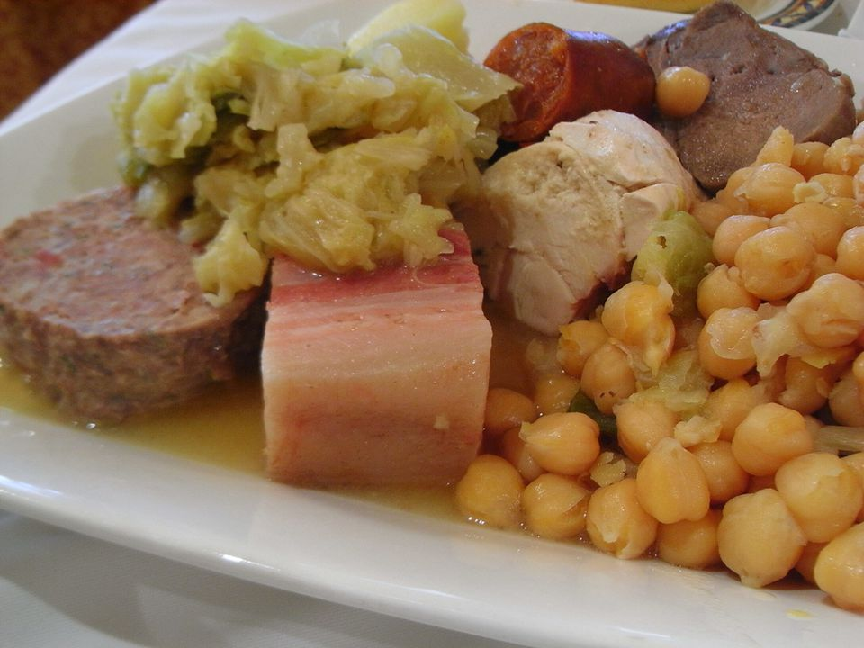 A plate of Cocido Madrile