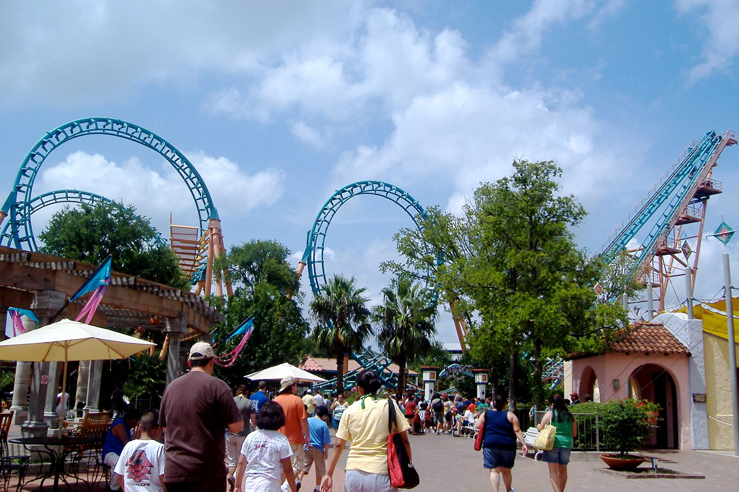 Top six theme parks in texas for Showcase motors san antonio