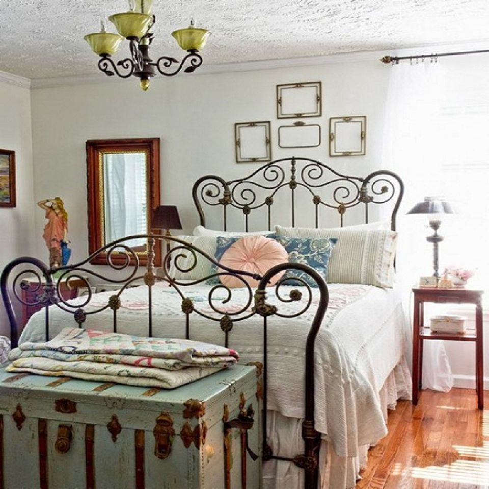 Decorating Style: Vintage. Vintage bedroom