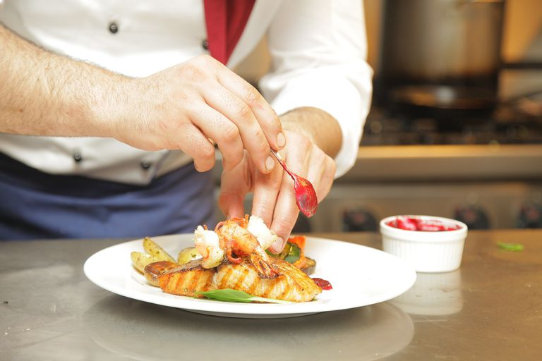 Should restaurants offer health insurance to employees?