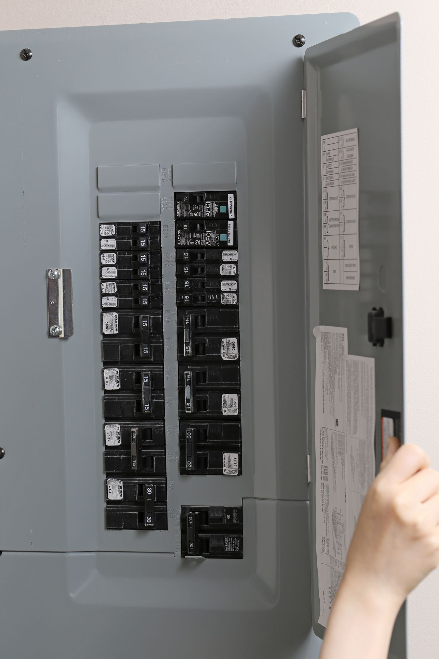 what happens when a fuse blows blown fuse circuit breaker box